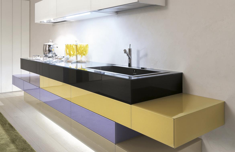 Formas asimétricas y módulos que flotan, así es la cocina de ensueño de Pulido Decoración.