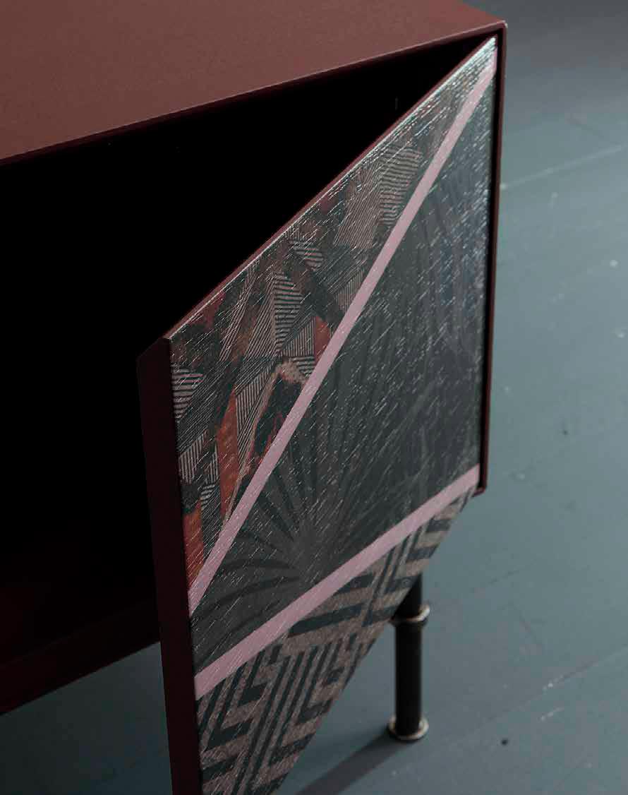 Lo último en decoración es tatuar tus muebles. Cada detalle cuenta.
