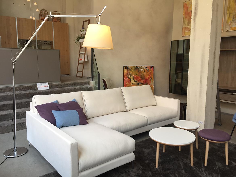 Los sofás rinconeras, muy de moda en los años 80, siguen triunfando entre las tendencias actuales.